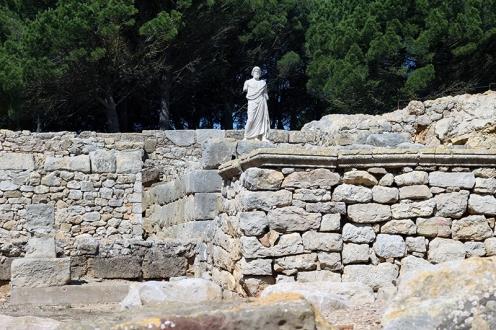 Réplica de la escultura de Esculapio en emplazamiento original|María Antonieta García